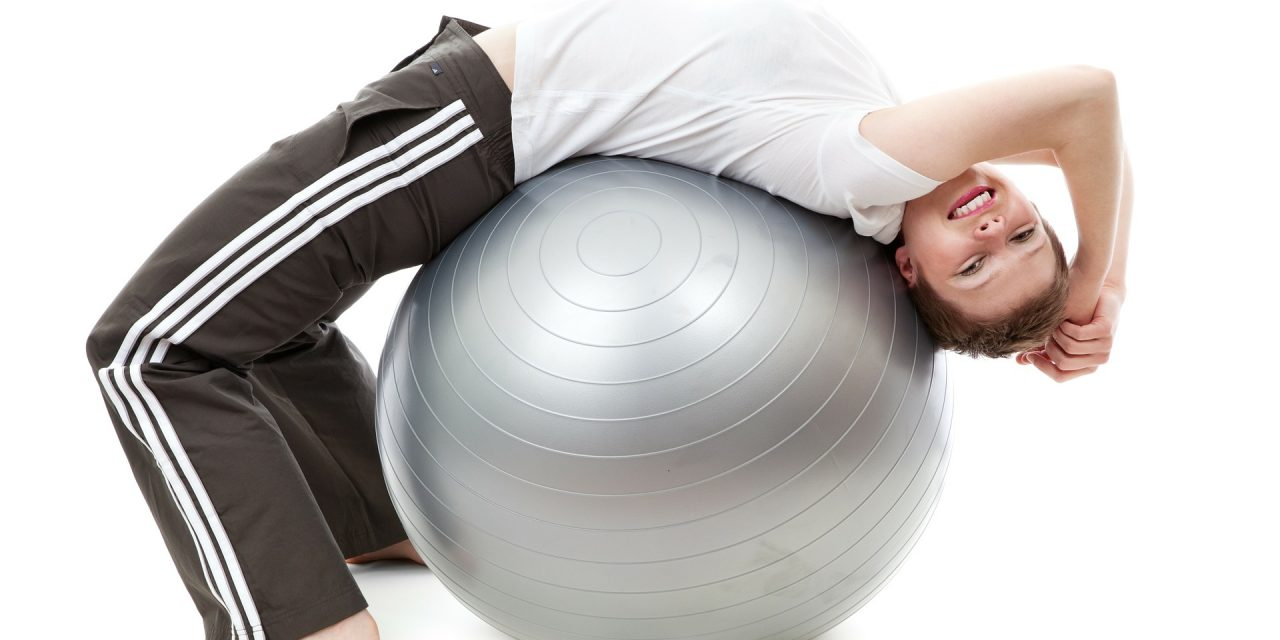 Упражнения с мячом для фитнеса для похудения