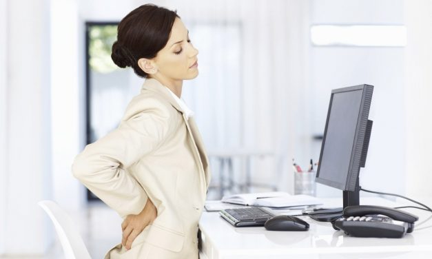Упражнения для спины в офисе и дома
